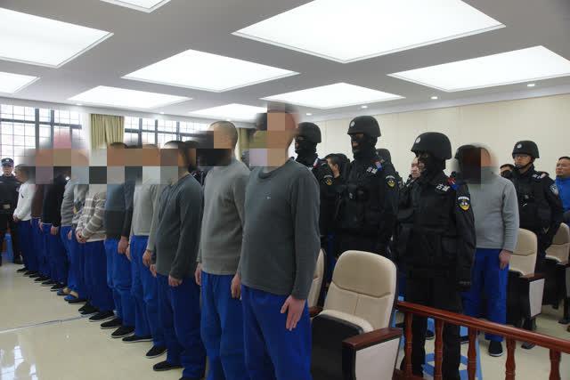 """""""小贷公司、恩烈车队""""丽江两涉黑案一审宣判 """"黑老大""""被判二十年 (2)"""
