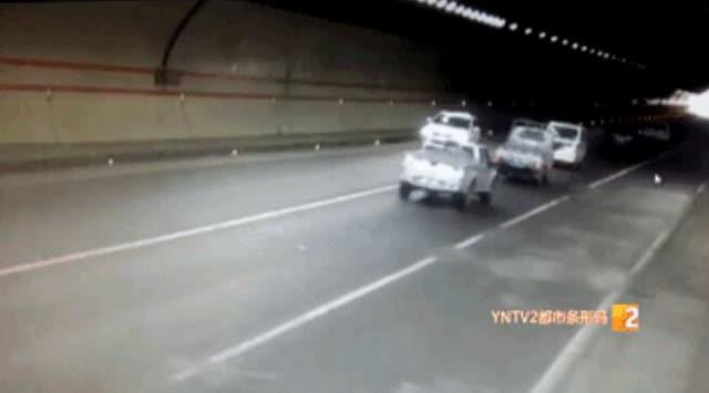 女子开车在昆曲高速竟任性逆行9公里11