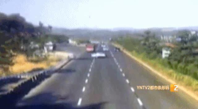 女子开车在昆曲高速竟任性逆行9公里8